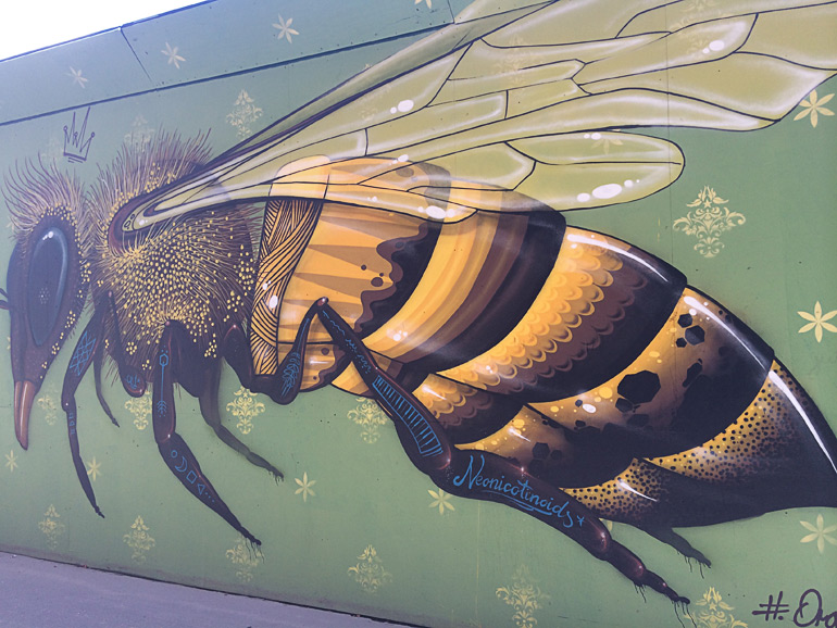 Gadekunst af Organ81 med titlen Urban Buzz