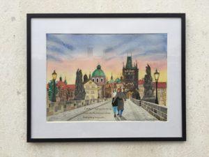 Bymaleri over Karlsbroen i Prag emmer af frieri