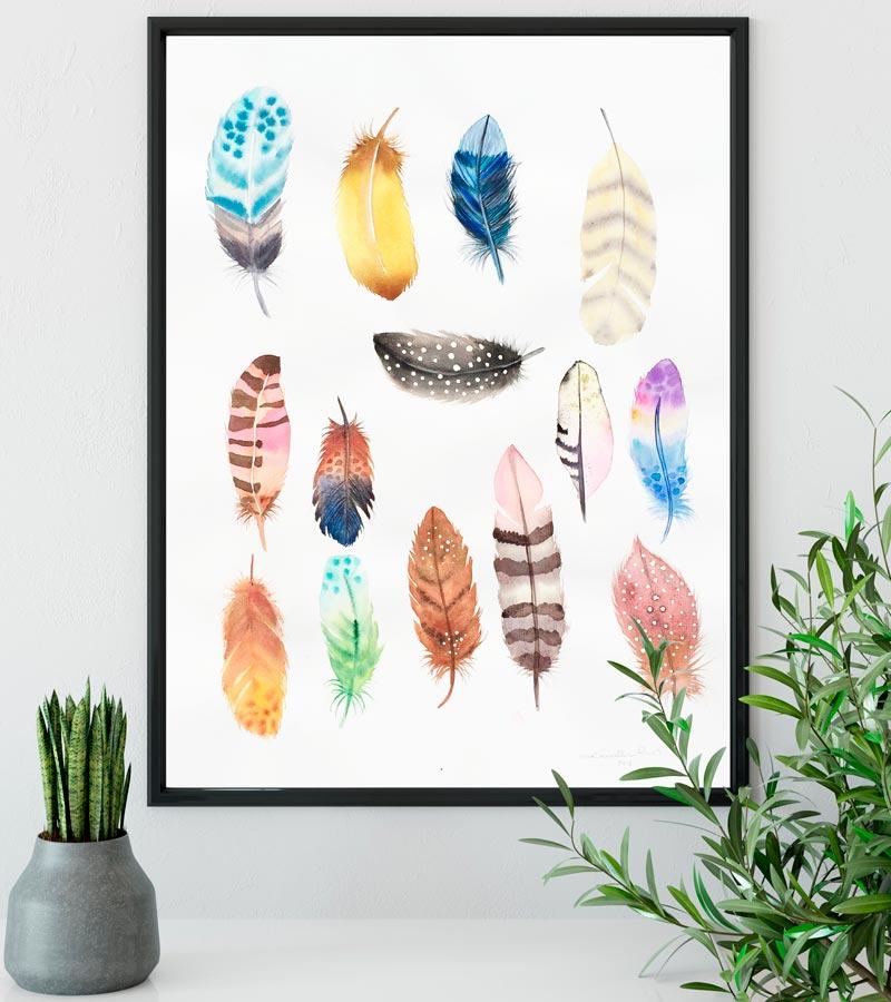 14 fjer akvarel illustration på væg af Kamilla Ruus