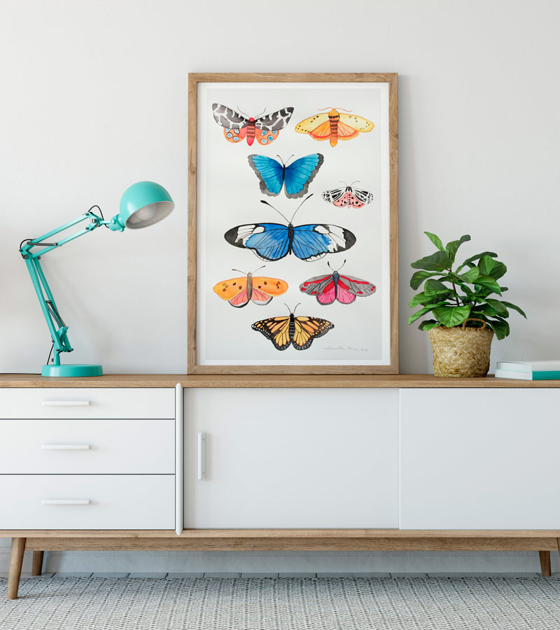 Sommerfugle maleri på kommode af Kamilla Ruus